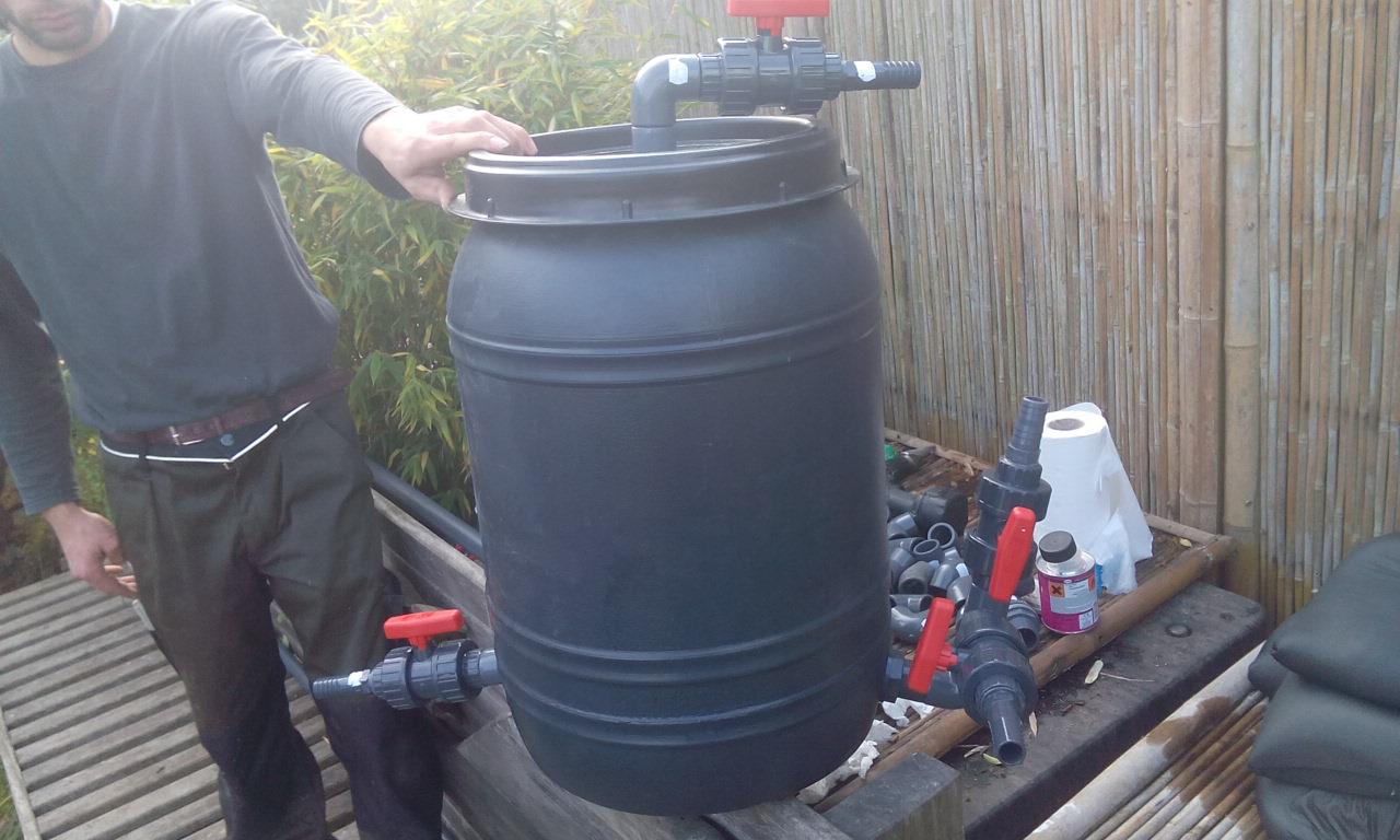 Teich und pool filterung filteranlagen pumpen skimmer for Teich fische ohne filter