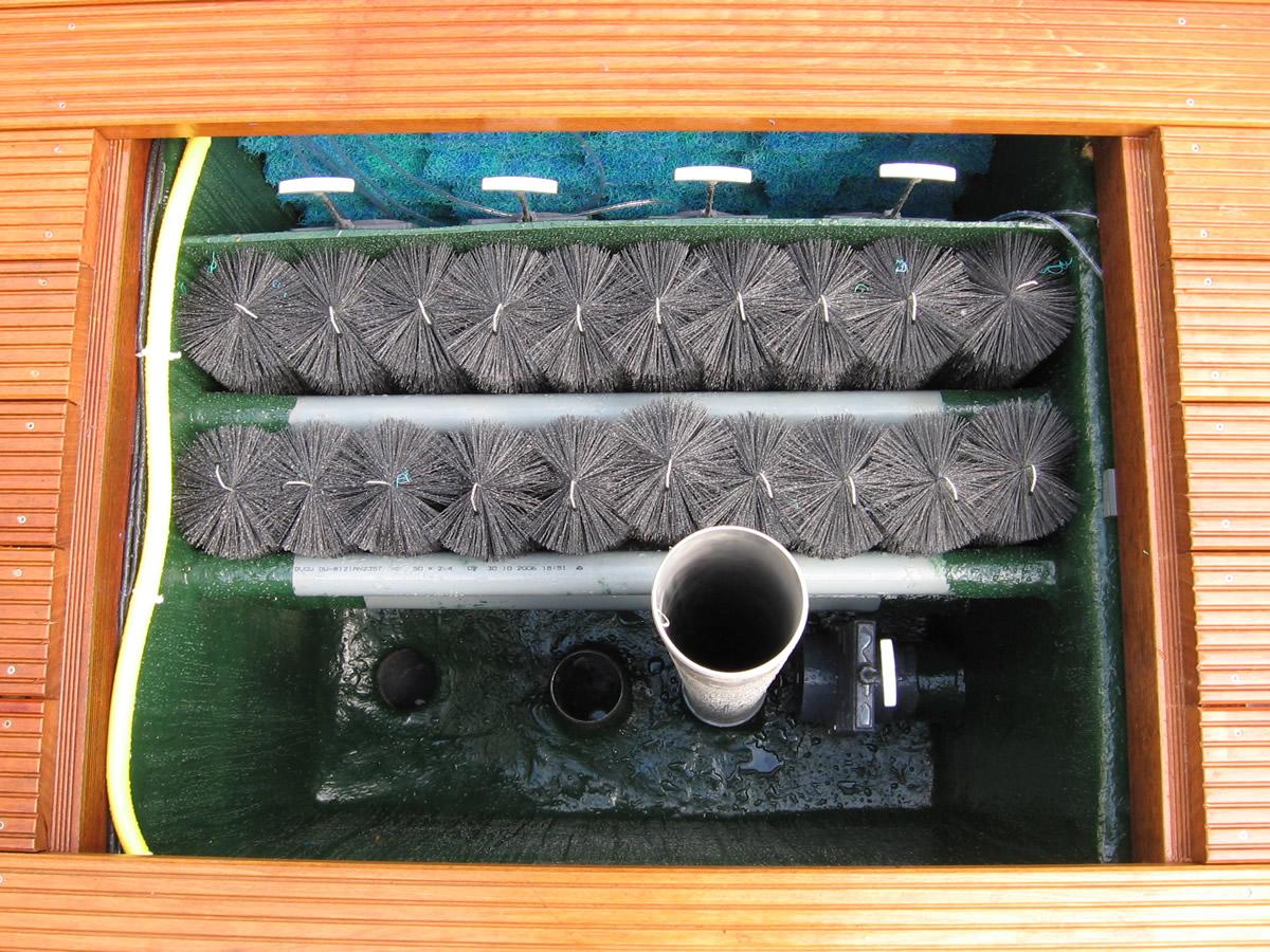 Teich und pool filterung filteranlagen pumpen skimmer for Koiteich bauen