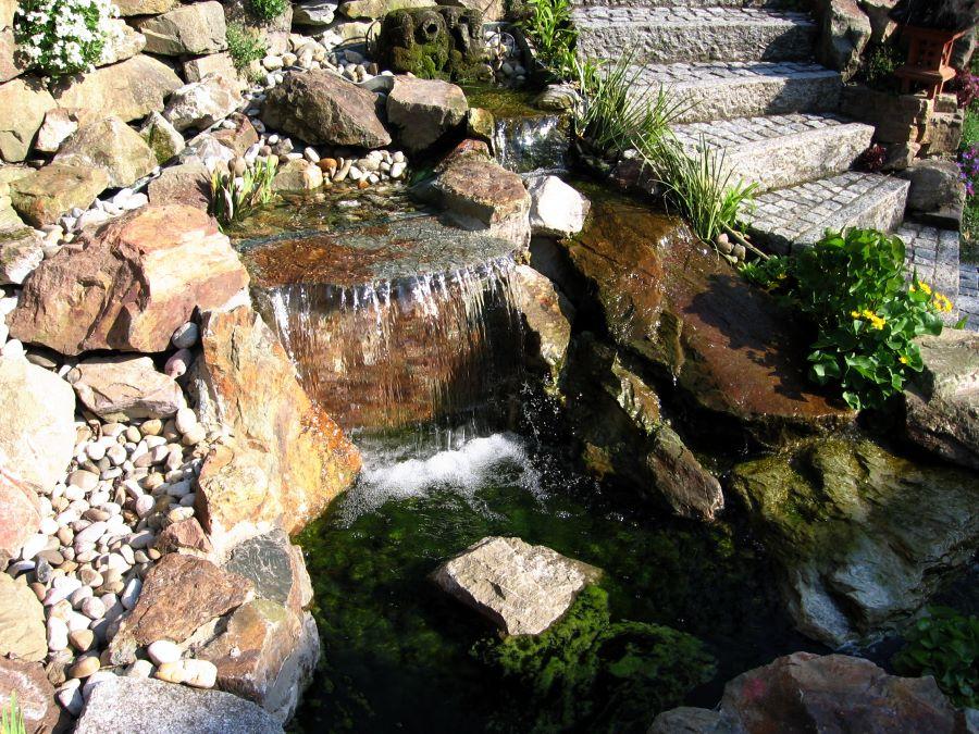 Bachlauf und wasserfall von teichbau moseler ihr spezialist f r teiche gfk holzterrasse - Wasserfall gartenteich ...
